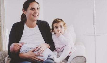 Moms, Ini 6 Cara Mudah Lakukan Tandem Nursing