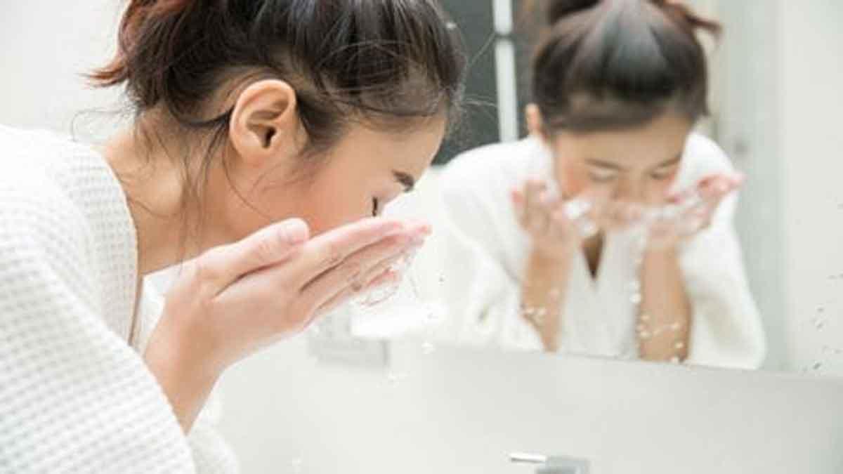 Yuk Pakai Metode Double Cleansing Agar Wajah Anda Lebih Bersih
