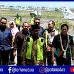 dok. Wabup Sumenep Achmad Fauzi saat menyambut pengusaha dari Jakarta di Bandara Trunojoyo Sumenep. (Foto. Hartono)