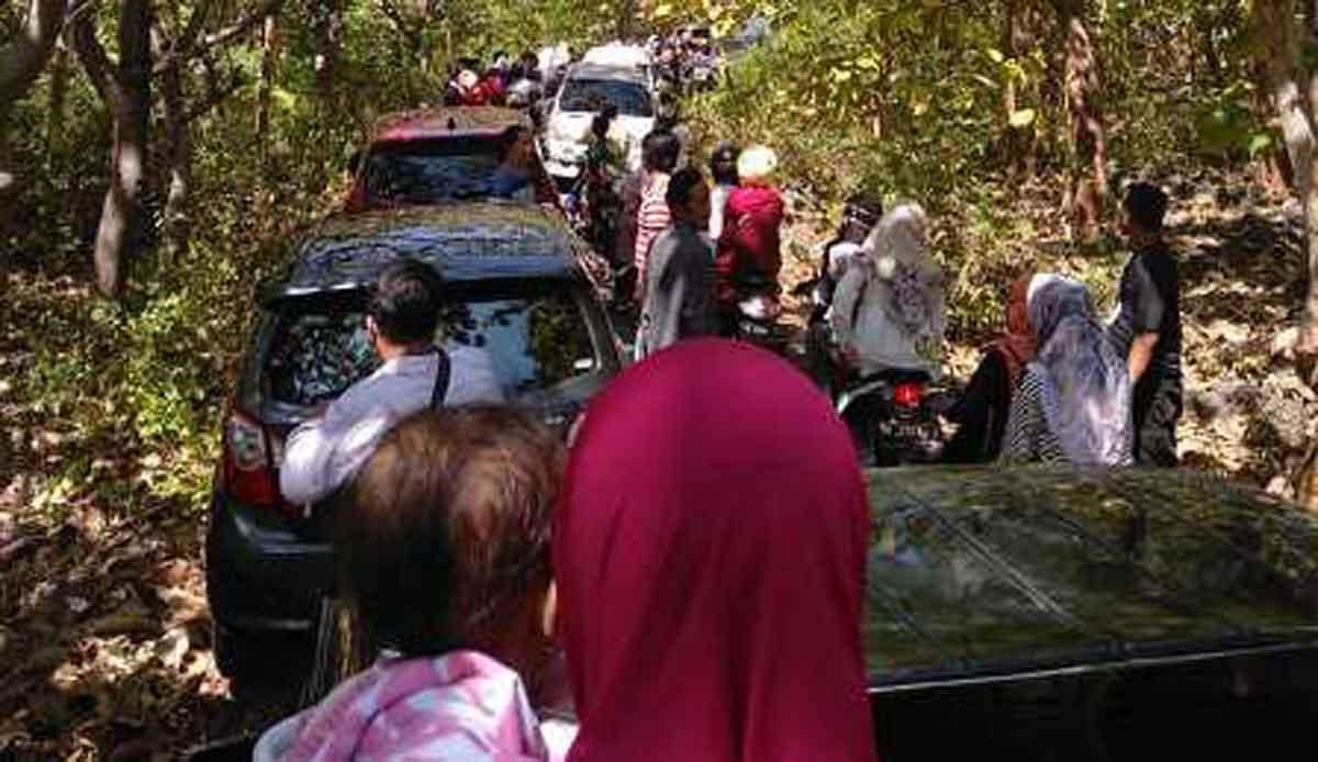 Kemacetan terjadi menuju lokasi Gua Soekarno Sumenep Cak Hos