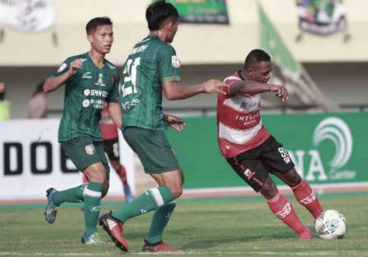 Madura United FC vs Persatu Tuban