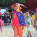 dok. Peserta fashion show pada momentum Batik On The Sea 2029 di Pantai Slopeng, Sumenep (Foto. Nanik Dwi Jayanti)
