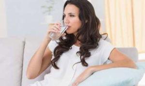 Bahayanya Minum Air Putih Berlebihan Menurut Pakar Kesehatan