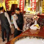 Antisipasi Teror Jelang Imlek, Polres Sumenep Sterilisasi Klenteng