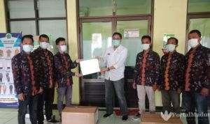 Anggota DPRD Ini Beri Bantuan APD ke RSUD Pamekasan