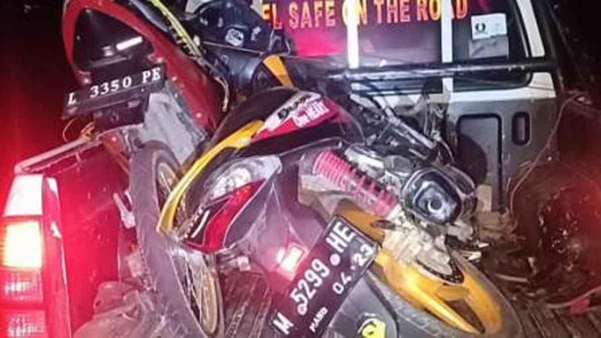 Dua motor ringsek usai kecelakaan di Bangkalan