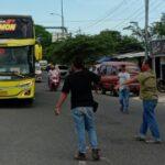 Bus Sudiro Tungga Jaya Dihadang di Madura (Foto. M Saed @portalmadura.com)