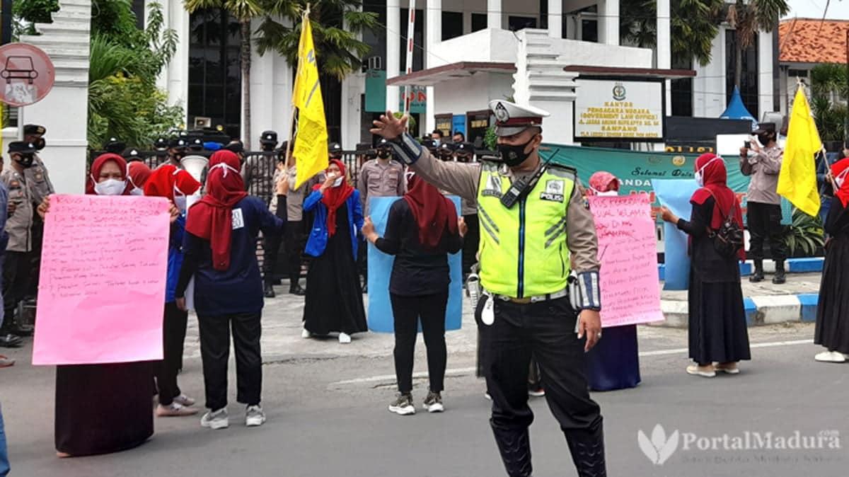 Demo Kejari, PMII Sampang Desak Terapkan Hukuman Kebiri