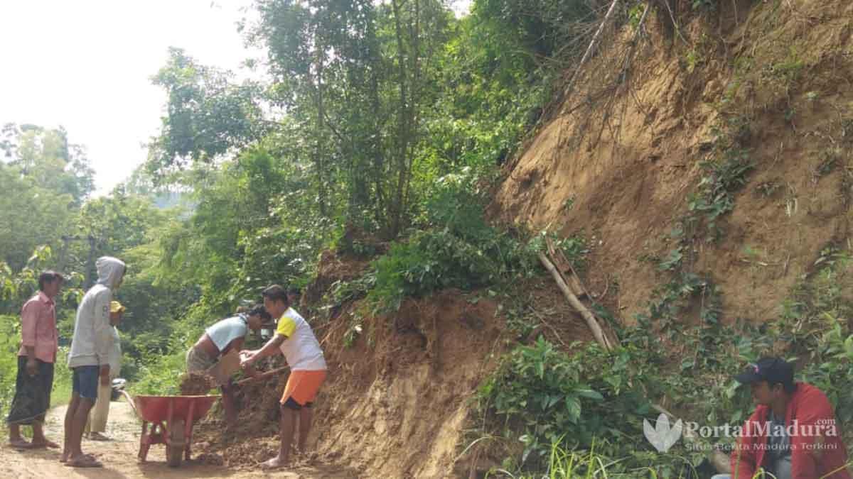 Longsor Jalan Penghubung Desa di Sumenep Sempat Terganggu