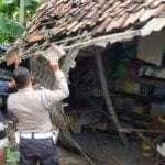 Suzuki Karimun Seruduk Rumah Ibu Supatmi