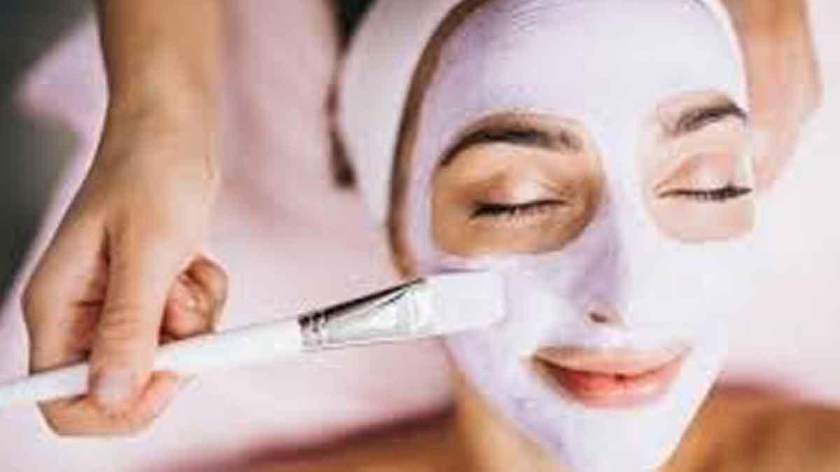 Ladies, Lakukan 7 Rutinitas Skincare Ini Setelah Pulang dari Pesta
