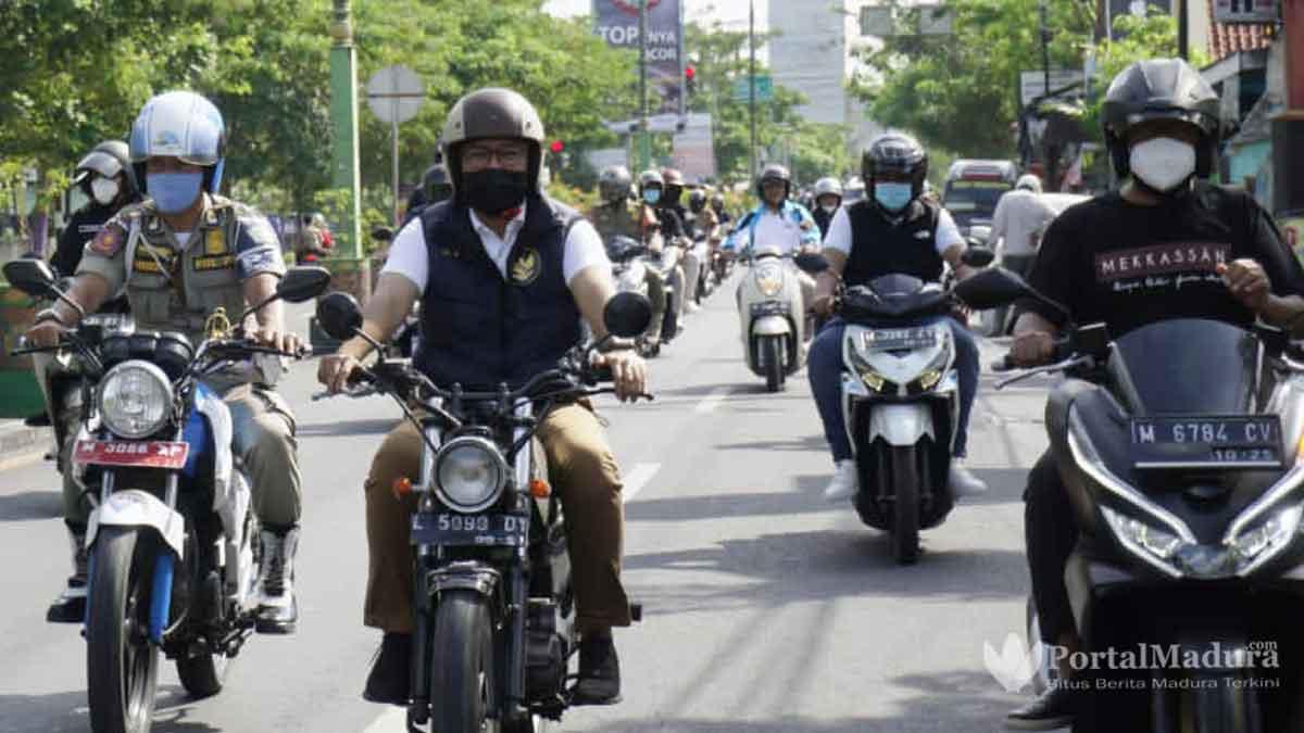 Pakai Motor Jadul Bupati Pamekasan Keliling Kelurahan Serap Aspirasi Rakyat