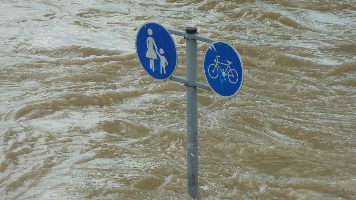 Hujan Paling Lebat dalam 1.000 Tahun China Tengah Kebanjiran
