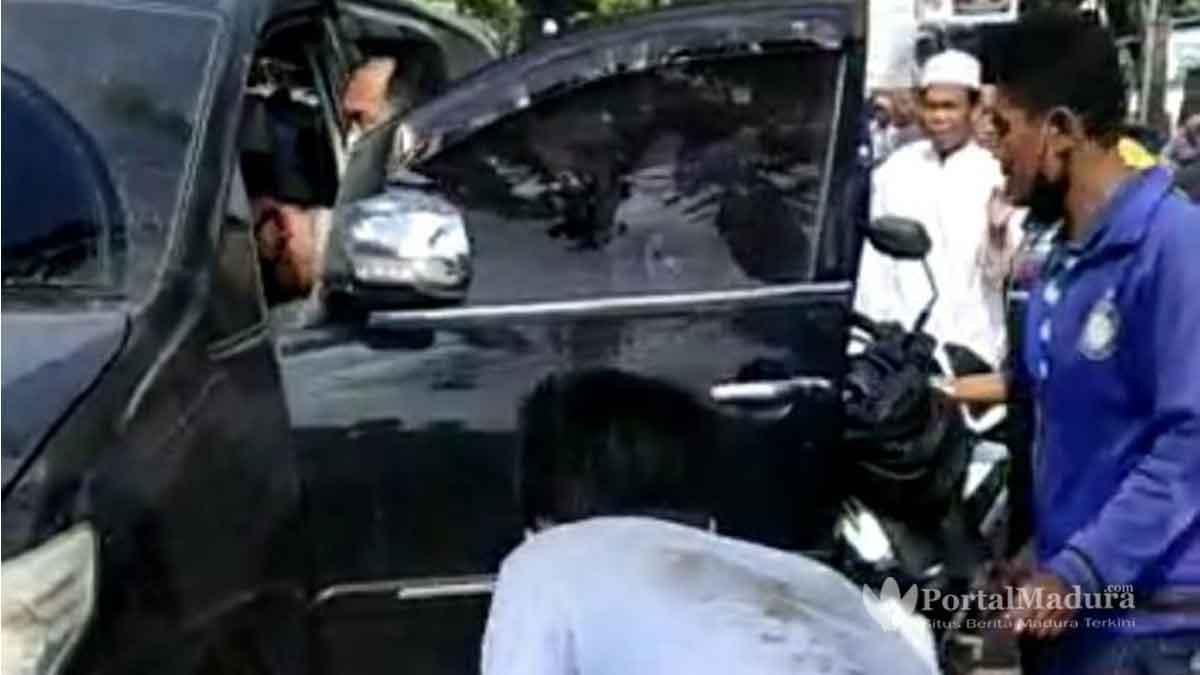 Viral-Insiden-Berdarah-di-Depan-Mapolsek-Ketapang-Sampang