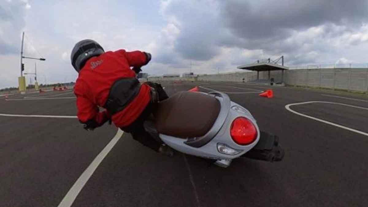 4 Tehnik Kurangi Risiko Cedera Parah Saat Jatuh dari Motor